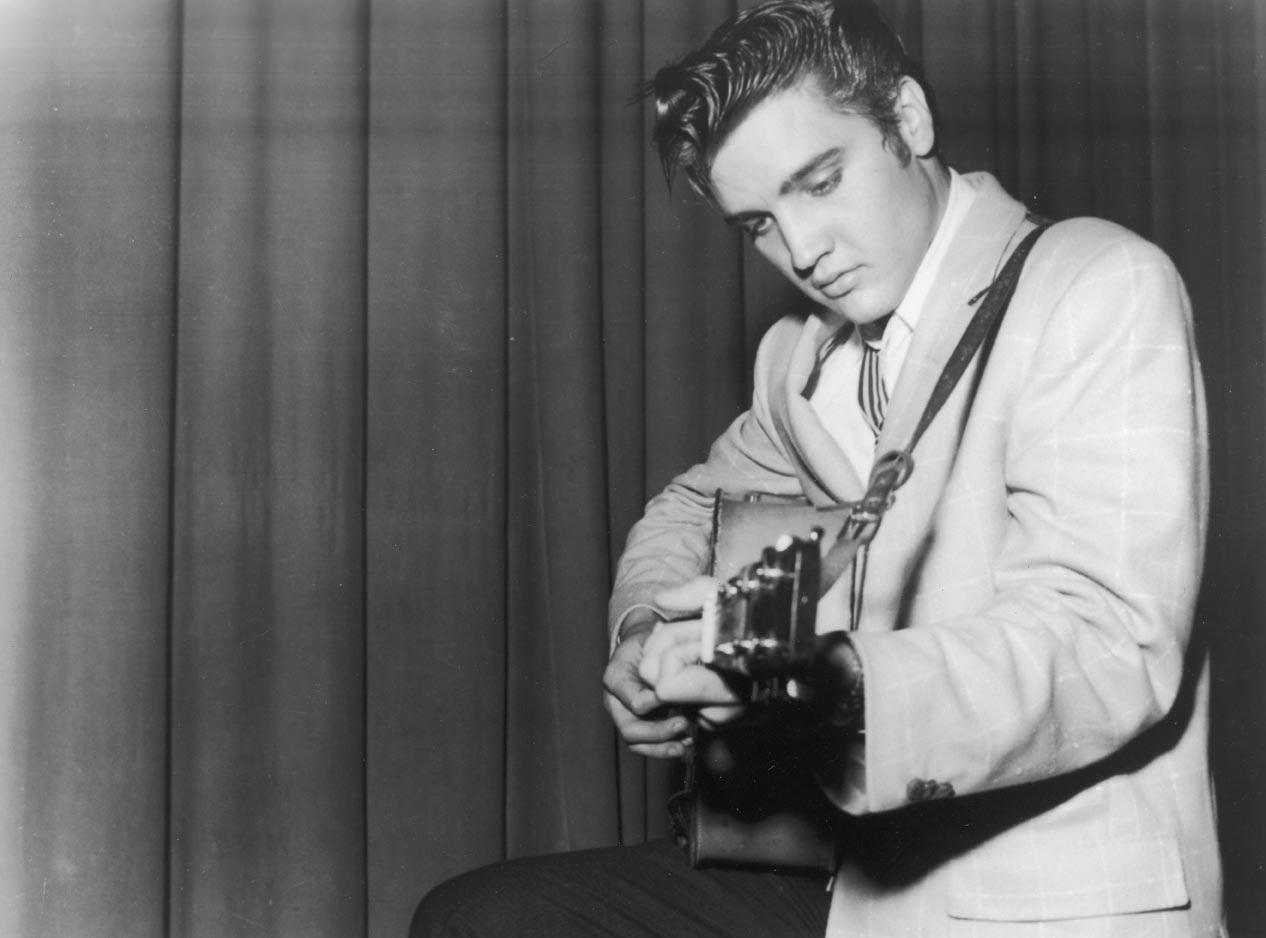 rockin-elvis-presley-singing-1572312381
