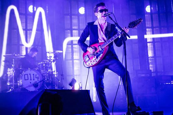 Arctic Monkeys - Feels Like We Only Go Backwards