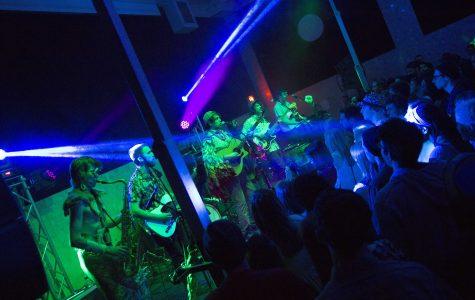 "VIDEO PREMIERE: Joe Hertler & The Rainbow Seekers – ""No Money (Jetski)"" (Live @ MSU Union)"