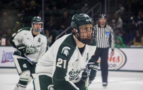 Hockey Falls 3-1 to No. 5 North Dakota