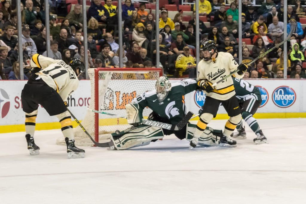Third+Period+Collapse+Costs+Spartans+a+Win+Over+Huskies