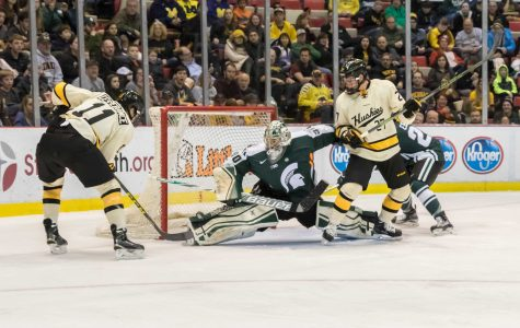 Third Period Collapse Costs Spartans a Win Over Huskies
