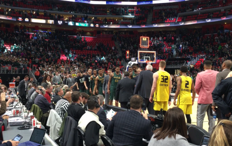 Winston helps No. 2 Spartans pull away from Oakland at Little Caesars Arena