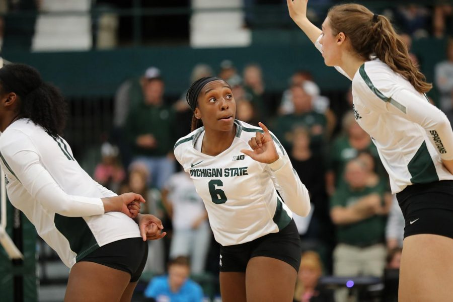 Biamba+Kabengele+directs+her+teammates+during+a+game%2FPhoto+Credit%3A+MSU+Athletic+Communications+