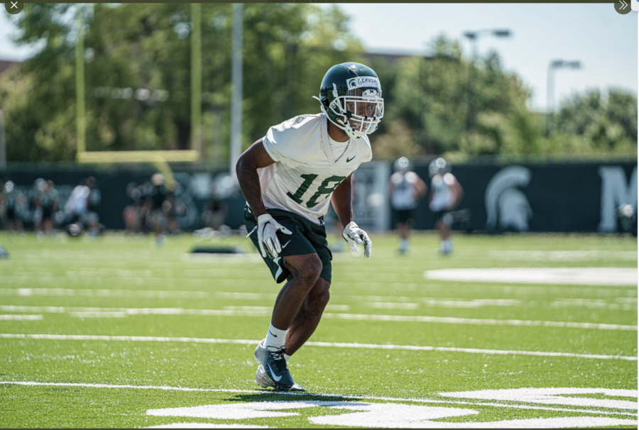 Kalon+Gervin+backpedaling+during+practice+%2FPhoto+Credit%3A+MSU+Athletic+Communications