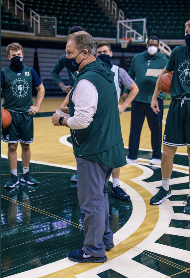 Tom Izzo addresses the 2020-21 Spartans during practice at the Breslin Center/ Photo credit: MSU Athletic Communications