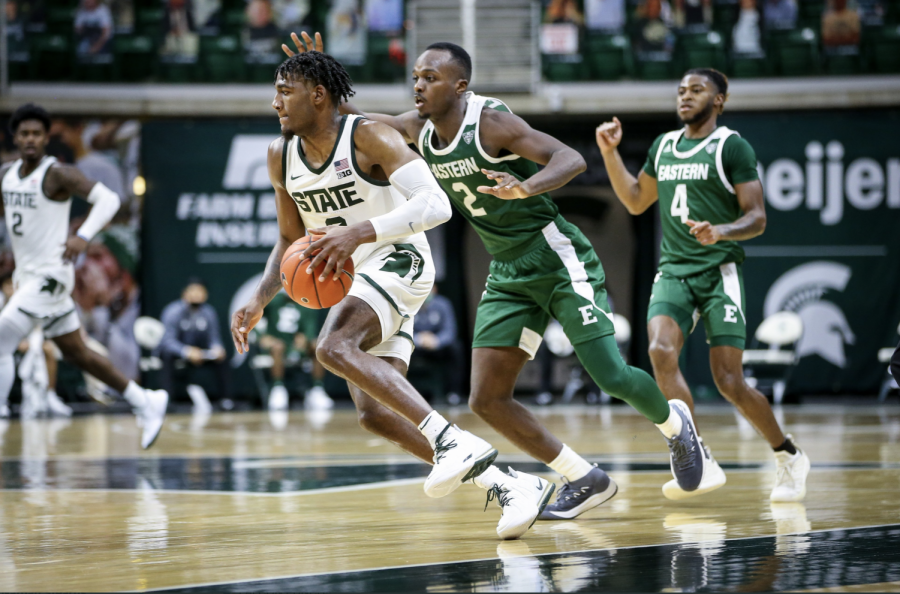 Aaron+Henry+brings+the+ball+up+the+floor+against+Eastern+Michigan%2F+Photo+Credit%3A+MSU+Athletic+Communications%0A