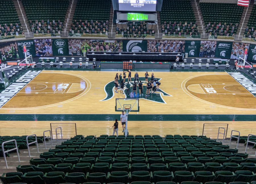 Suzy Merchant and the MSU WBB team practice at the Breslin Center/ Photo Credit: MSU Athletic Communications