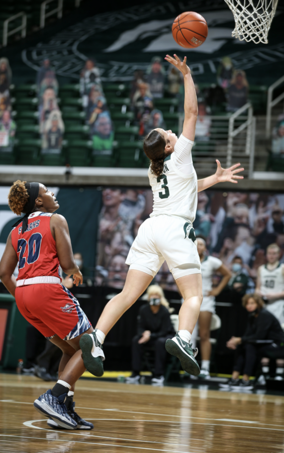 ALyza+Winston+goes+up+for+a+layup+against+Detroit+Mercy%2F+Photo+Credit%3A+MSU+Athletic+Communications