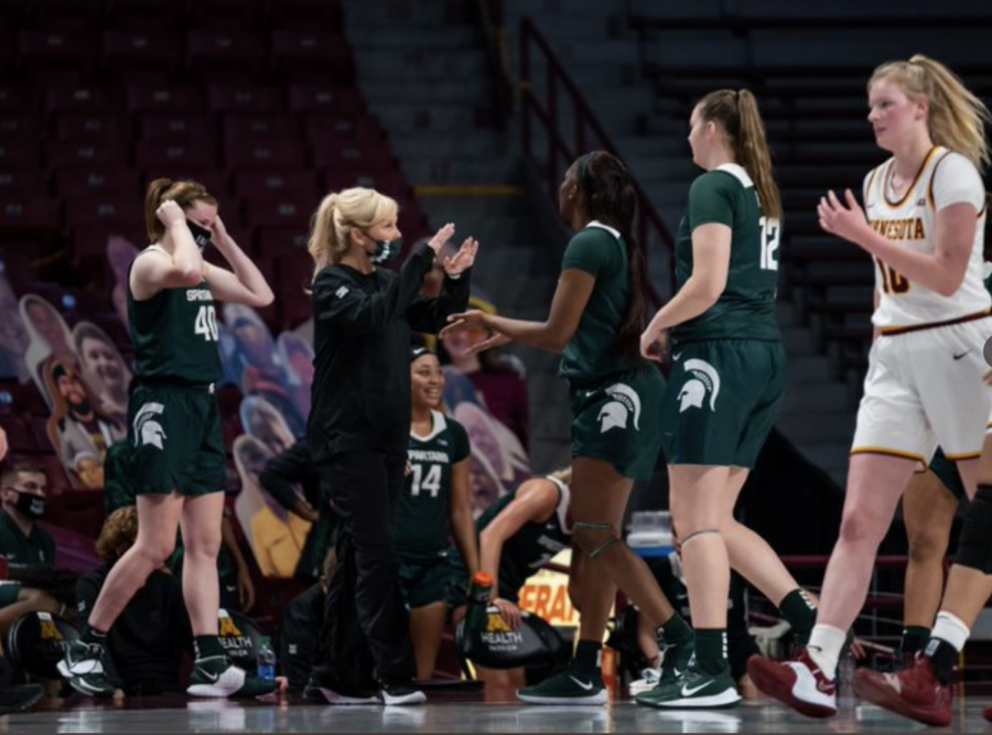 Suzy Merchant gives instructions to her players in the Spartans' 81-68 road win over Minnesota/Photo Credit: MSU Athletic Communications
