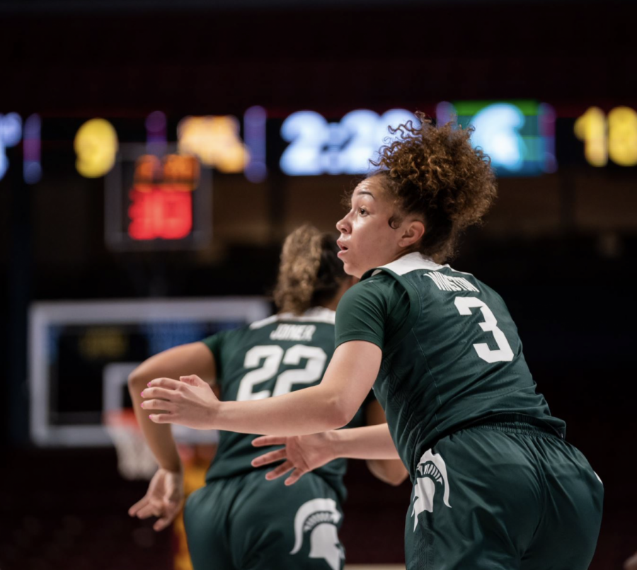 Alyza+Winston+asks+for+the+ball+against+Minnesota%2F+Photo+Credit%3A+MSU+Athletic+Communications%0A%0A