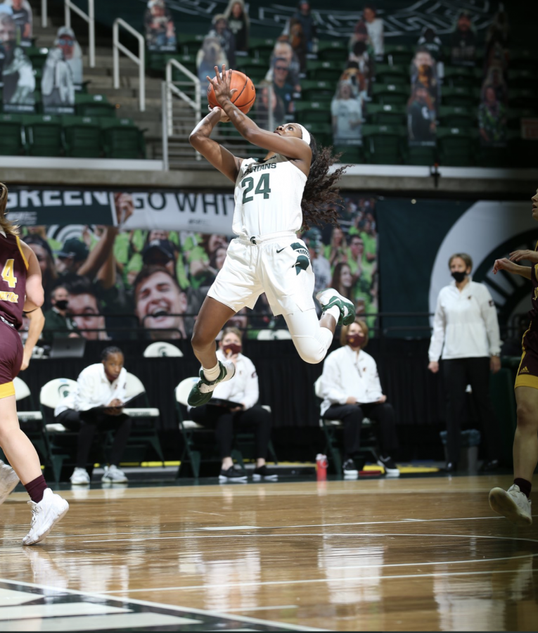 Nia+Clouden+attempts+a+layup+under+the+net+against+Central+Michigan%2F+Photo+Credit%3A+MSU+Athletic+Communications