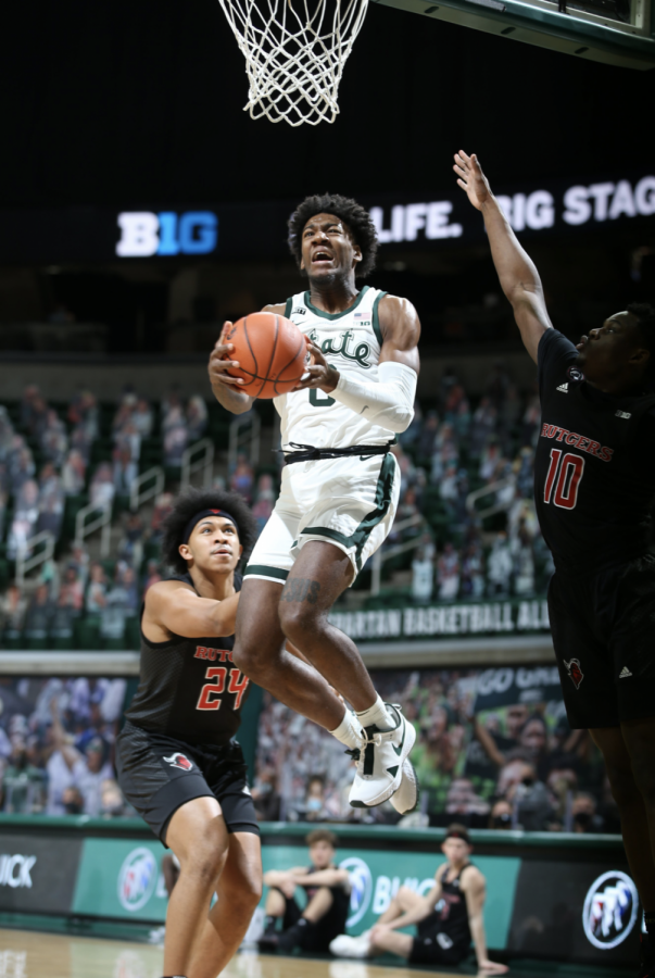 Aaron+Henry+attempts+a+contested+driving+layup+against+Rutgers%2F+Photo+Credit%3A+MSU+Athletic+Communications%0A