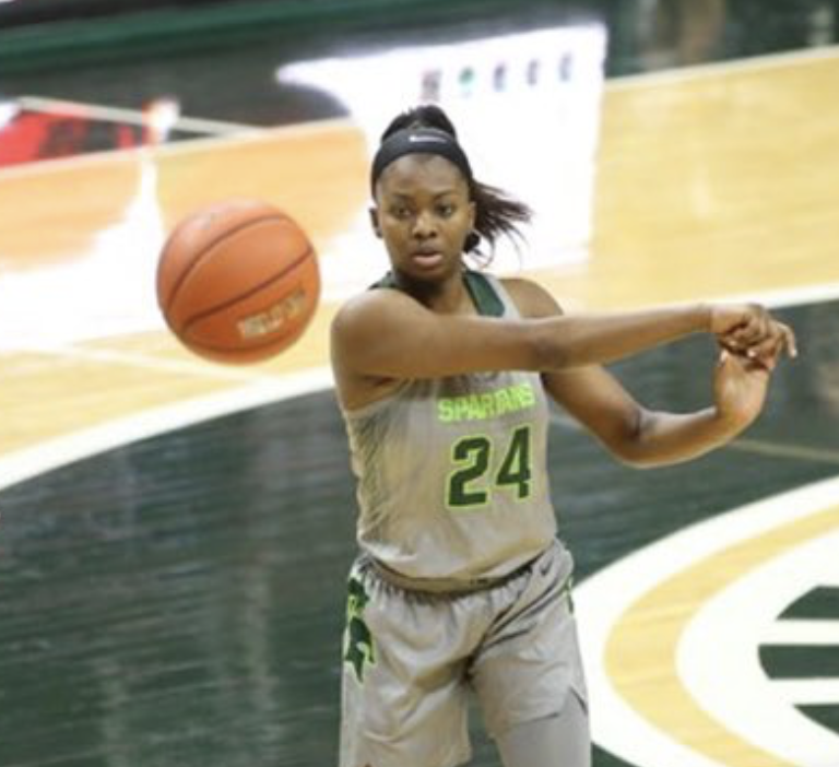 Nia+Clouden+whips+a+pass+in+the+Spartans%27+93-87+loss+to+No.+14+Maryland%2F+Photo+Credit%3A+MSU+Athletic+Communications
