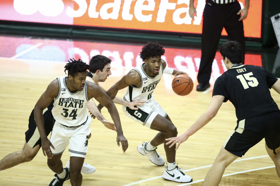 Aaron+Henry+dribbles+off+of+a+Julius+Marble+screen+in+the+Spartans%27+55-54+home+loss+to+Purdue%2F+Photo+Credit%3A+MSU+Athletic+Communications%0A