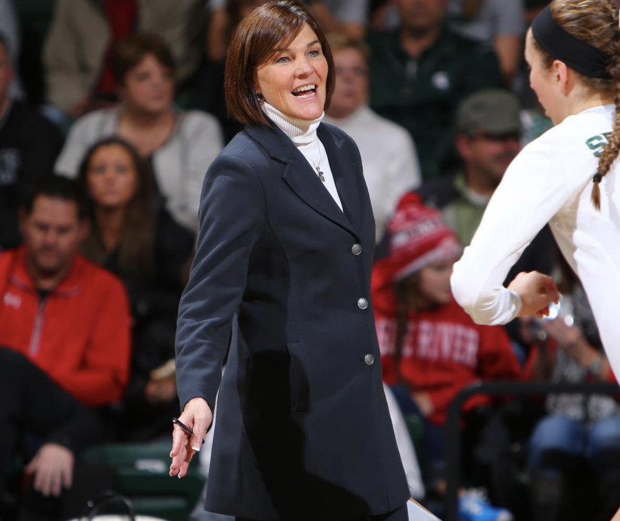 Cathy George instructs her team during a game/ Photo Credit: MSU Athletic Communications