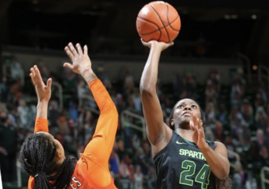 Nia+Clouden+attempts+a+floater+against+Illinois%2F+Photo+Credit%3A+MSU+Athletic+Communications%0A