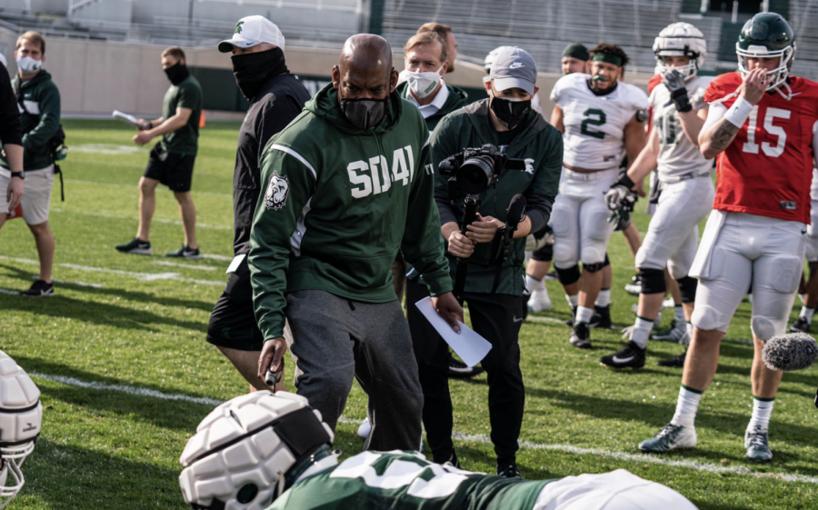 MSU+head+coach+Mel+Tucker+supervises+an+Oklahoma+drill+during+spring+practice%2F+Photo+Credit%3A+MSU+Athletic+Communications+%0A%0A%0A
