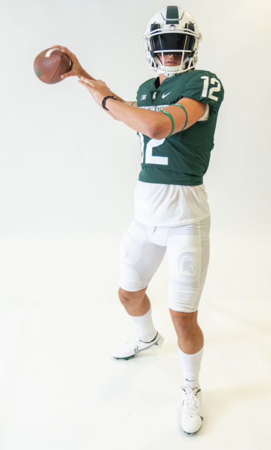 MSU+2022+quarterback+commit+Katin+Houser+during+his+official+visit+to+Michigan+State%2F+Photo+Credit%3A+MSU+Athletic+Communications+