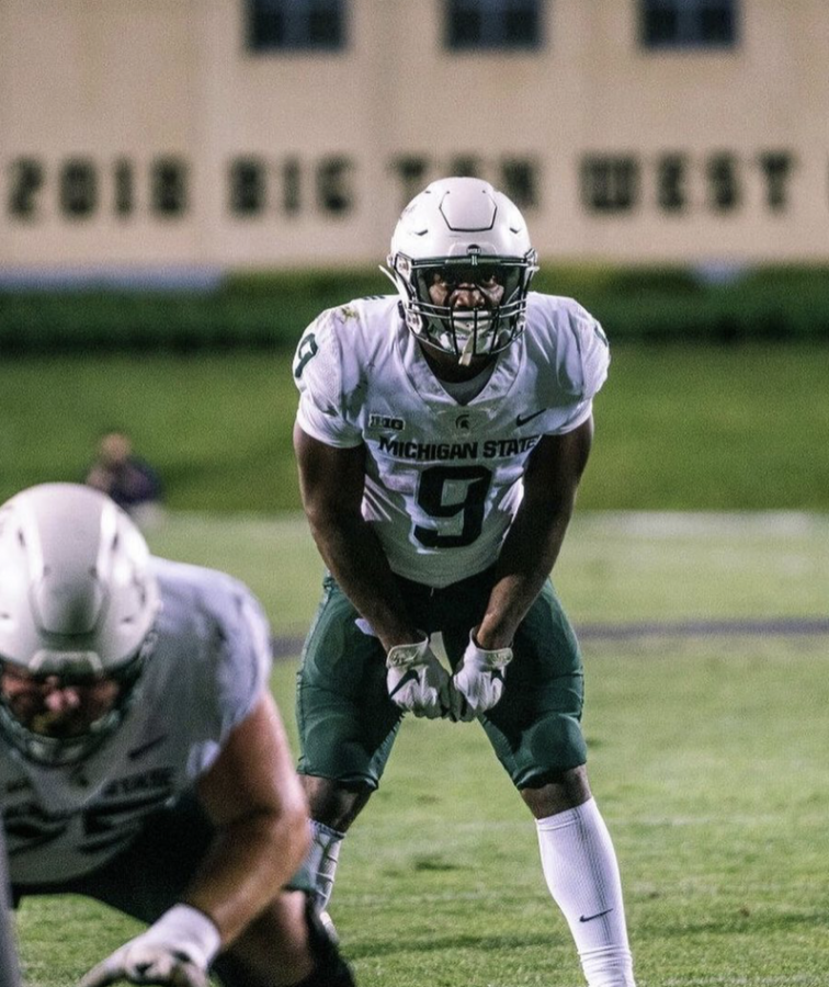 MSU+running+back+Kenneth+Walker+lines+up+in+the+backfield+in+MSUs+38-21+season-opening+win+over+Northwestern%2F+Photo+Credit%3A+MSU+Athletic+Communications+