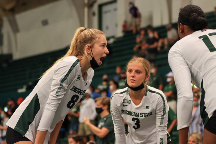 MSU+middle+blocker+Aubrey+O+Gorman+%288%29%2C+and+defensive+specialist+Grace+Danzinger+%283%29+talk+together+during+the+Spartans+3-0+win+over+Oakland+on+Sept.+17%2F+Photo+Credit%3A+Sarah+Smith%2FWDBM