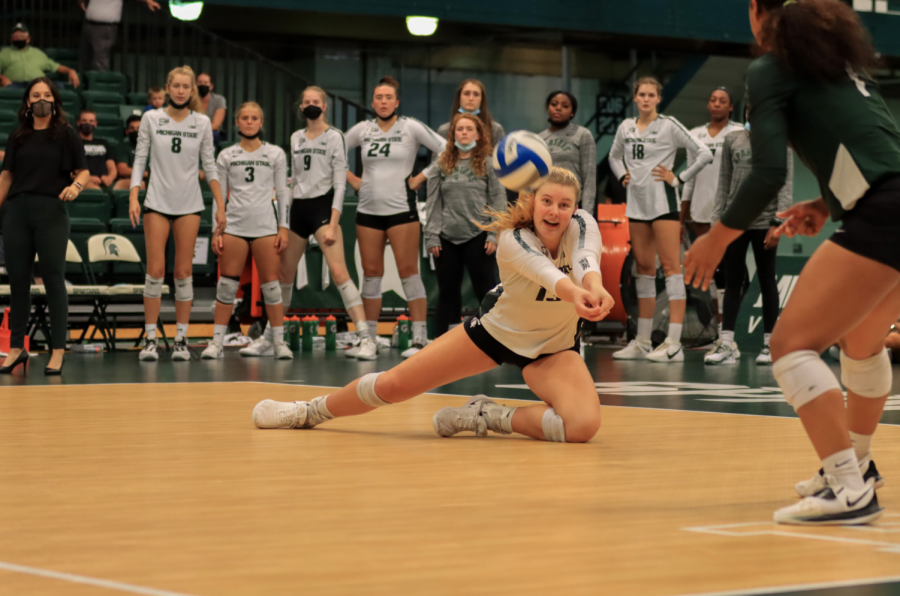 MSU outside hitter Sarah Franklin tries to keep the ball alive in the Spartans 3-0 win over Oakland on Sept. 17, 2021/ Photo Credit: Sarah Smith/ WDBM