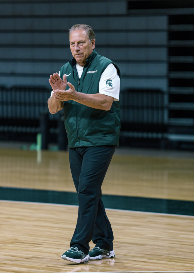 MSU+head+coach+Tom+Izzo+claps+while+watching+his+team+practice+in+2021%2F+Photo+Credit%3A+MSU+Athletic+Communications+